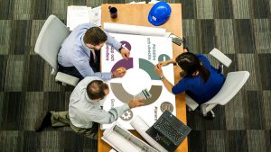 Arbetsmiljö - HUAROS hjälper er systematisera ert arbetsmiljöarbete med tydliga rutiner, riskanalyser, uppföljningsmöten, utbildningar samt följa upp alla tillbud och eventuella olyckor.