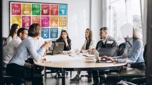 HUAros bistår er i det strategiska hållbarhetsarbetet oavsett om det gäller privat eller offentlig verksamhet. Vi har lång erfarenhet av att ha ledande befattningar inom strategiskt hållbarhetsarbete och vi vet vilka utmaningar och möjligheter som brukar förekomma.